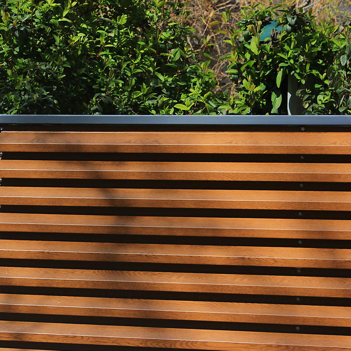 Gard metalic din panouri de tabla zincata imitatie lemn