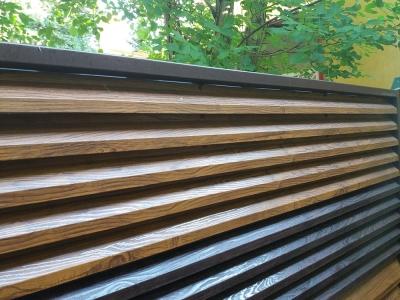 Gard metalic imitatie lemn din 2 nuante