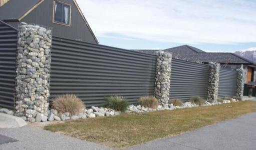 Gard metalic cu gabioane