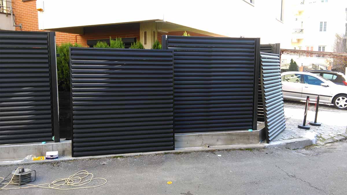 Instalare stalpi metalici gard