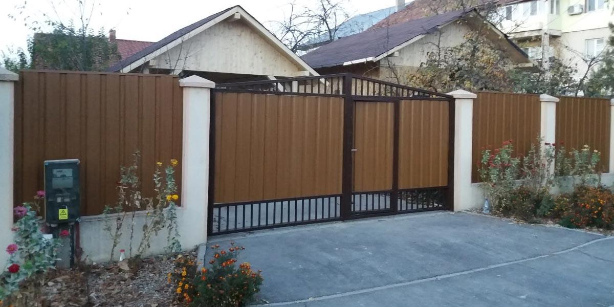 Gard si poarta metalica cu usa incastrata - Balotesti
