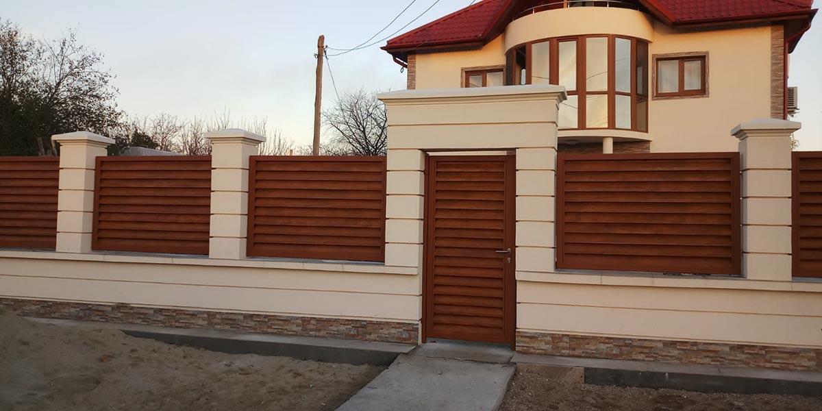 Poarta culisanta, poarta pietonala, panouri gard imitatie lemn stejar auriu - Comuna Berceni